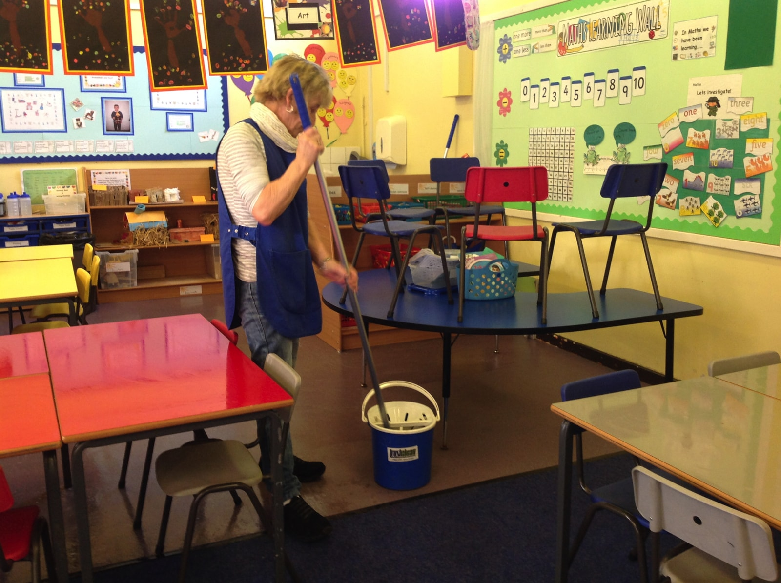 trustclean_contract_cleaning_school_28